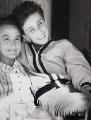 Janina Ludawska z synem Tomaszem, Sztokholm, 1969 rok.