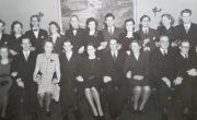 Uroczyste zakończenie studiów na wydziale chemii Stockholms Tekniska Institut, wiosna 1945 roku. Janina Ludawska stoi czwarta od prawej w drugim rzędzie.