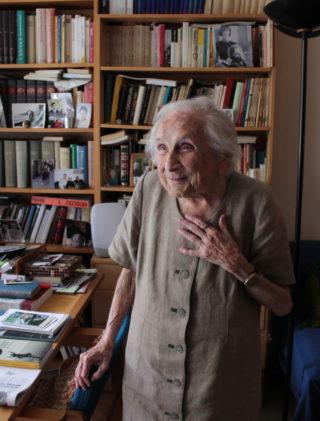 Janina Ludawska w swoim mieszkaniu w sztokholmskiej dzielnicy Tensta, sierpień 2017 roku.