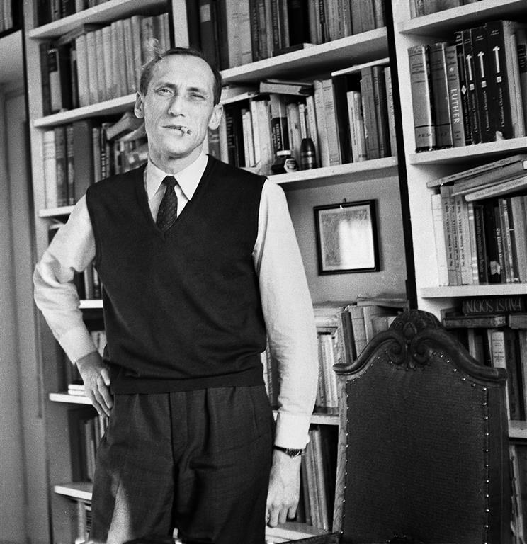 Leszek Kołakowski at home, 1967. Photo: Danuta B. Łomaczewska / East News
