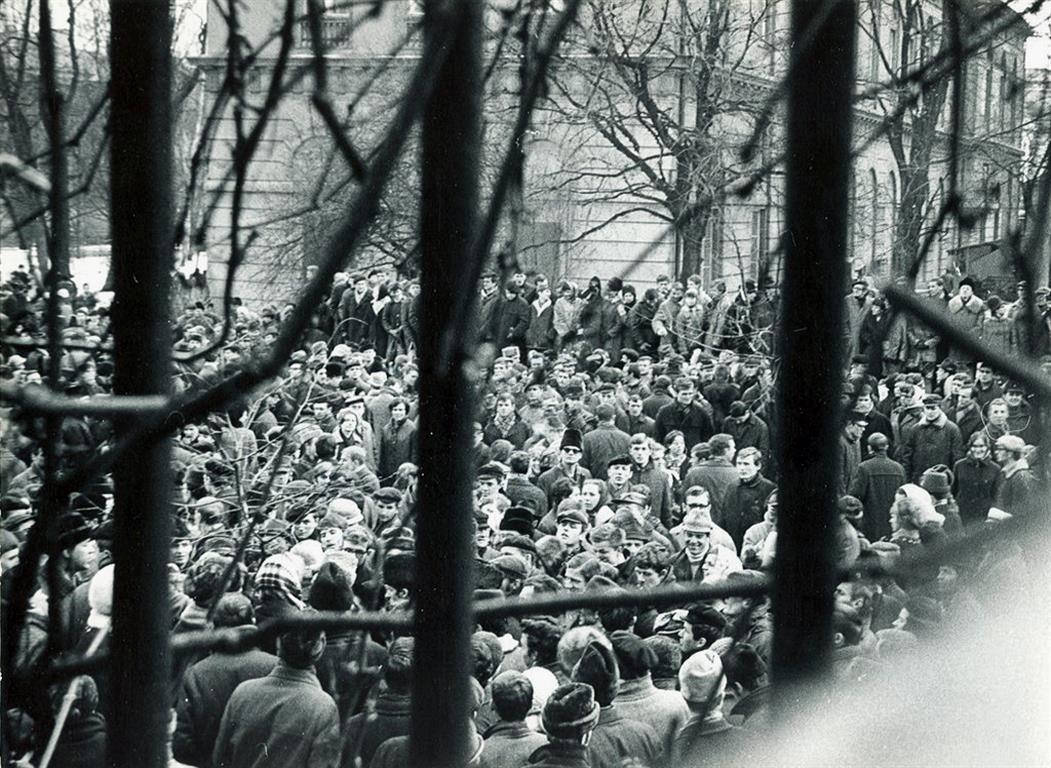 Student meeting at Warsaw University, 8th March 1968. Photo: Andrzej Karpowicz / FORUM