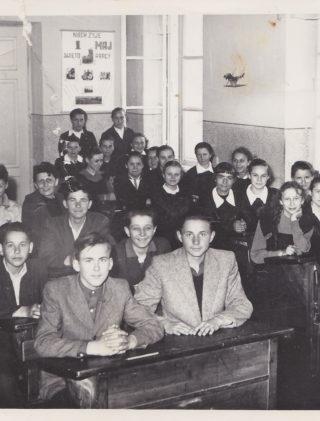 Ewelina Lipko-Lipczyńska z klasą szkolną