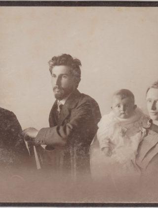 Ewelina Lipko-Lipczyńska z rodzicami i dziadkiem, 1913