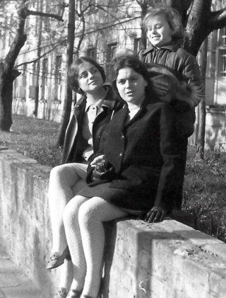 Barbara Brandys i Alicja Sarosiek na ostatnim wspólnym spacerze po Warszawie w październiku 1968 roku.